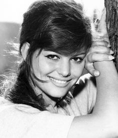 Claudia Cardinale Claudia Cardinale, Old Hollywood Glamour, Classic Hollywood, Vintage Hollywood, Hollywood Stars, Sicilian Women, Outdoor Portrait, Non Plus Ultra, Italian Actress