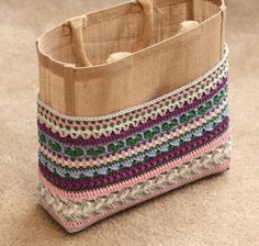 Week 4 van de 'I want that bag!' CAL ontworpen door Kimberly Slifer van Just a Girl and a Hook is Crochet Baby Cocoon, Crochet Diy, Crochet Tote, Crochet Handbags, Crochet Round, Crochet Purses, Crochet Gifts, Jute Bags, Handmade Bags