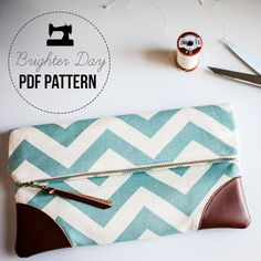 DIY Sewing Pattern & Tutorial Sydney Clutch by BrighterDay on Etsy Sewing Hacks, Sewing Crafts, Sewing Projects, Diy Clutch, Clutch Bag, Tote Bag, Pochette Diy, Diy Accessoires, Diy Couture