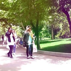 New #vlog pizza and walk in tehran! Link in the bio.  ویدئوی جدیدم آماده شده لینک یوتیوب رو در قسمت توضیحات پیجم قرار دادم  Tahran benim bakış açımdan. Link in bio. #visitiran #visittehran #tehran #iran #vlogs #traveltoiran #iranian #vlogger #youtuber #tehran #تهران #ایران #گردشگری #تهرانگردی #ویلاگ  #tahran #teheran #گردش #پارک #پارک_ملت #ولیعصر #miromid #تهران_گردی #تهران_گردی #aroundtehran #vlogging #travel #