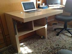 Escritorio plegable con una estanteria Expedit de Ikea