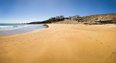 Playa Grande. El Porís  Tranquila playa de arena blanca localizada cerca del pequeño barrio costero del Poris. Ambiente muy tranquilo y local ideal para disfrutar de una jornada de playa.