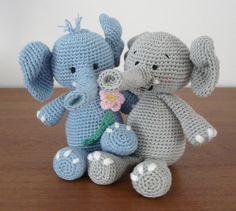 Make It: Mr & Mrs Elephant - Free Crochet Pattern #crochet #amigurumi #free #ravelry