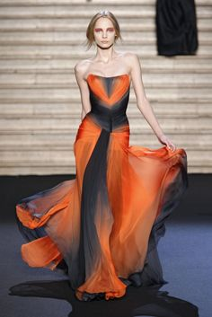 Valentin Yudashkin - orange and black gown Couture Mode, Couture Fashion, Runway Fashion, London Fashion, Style Fashion, Valentin Yudashkin, Beautiful Gowns, Beautiful Outfits, Couture Dresses