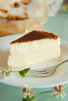 """Gâteau """"mousse de bananes """" in 2019 Banana Mousse, Mousse Cake, Cakes Originales, Cheesecake Recipes, Dessert Recipes, Quick Cake, Food Cakes, Marie Claire, Bananas"""