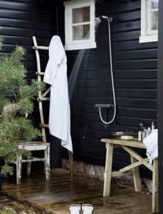 33 outdoor shower ideas for an exhilarating fresh-air shower. See inspiring photos of outdoor bathing fixtures and enclosures. Spring and Summer is the ideal warm weather to build or take an outdoor shower! For more bathroom ideas go to Domino.