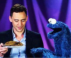 ■ Cookie Monster tire une leçon de Tom Hiddleston (PBS) ■
