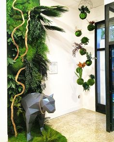 Instalación de la mano de Empaperart y GreenArea en el evento artístico Russafart de Valencia