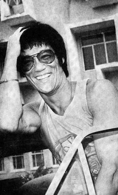 Bruce Lee souriant !