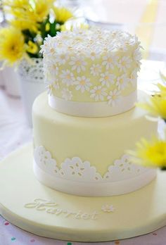 lovely doily and daisy cake