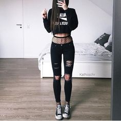 30 Super Cool Chic Style Streetwear Outfits For You To Be Full Of Fashion Gothic Outfits, Edgy Outfits, Mode Outfits, Grunge Outfits, Grunge Fashion, Cute Casual Outfits, Girl Outfits, Fashion Outfits, Fashion Edgy
