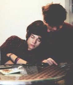 Harry Styles and Louis Tomlinson - Larry Stylinson - One Direction - Love