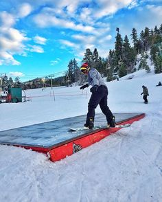 Having fun in Big Bear 🤘🏼 #bigbear #snowboarding #burton #oakley