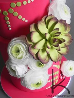 If you keep up with our weekly Friday Faves picks, you'll recognize the stunning wafer paper ranunculus flowers on this cake by...