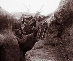 WWI, unseen images from the front An undated archive picture shows a French soldier aiming an anti-aircraft machine gun from a trench at Perthes les Hurlus, eastern France. World War One, First World, Photos Du, Old Photos, Rare Photos, Belle France, Unseen Images, Shell Shock, French Army