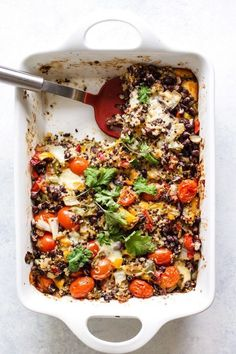Cheesy black bean quinoa bake is a veggie-packed, healthy, hearty comfort food to get you through wi Italian Recipes, Mexican Food Recipes, Vegetarian Recipes, Healthy Recipes, Cheesy Recipes, Healthy Meals, Clean Eating Snacks, Healthy Eating, Dinner Healthy