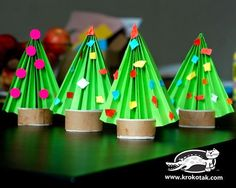 over 30 fun Christmas tree crafts for kids! - A girl and a glue gun Cool Christmas Trees, Preschool Christmas, Noel Christmas, Christmas Crafts For Kids, Christmas Activities, Christmas Projects, Christmas Themes, Holiday Crafts, Christmas Decorations