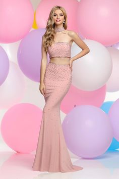 beed70abf873 Find this edgy and sexy number only @Pocadiz Bridal Boutique Bridal #pocadiz  #prom #2017. See more. Prom Dress Stores, Red Carpet Looks, Bridal Boutique