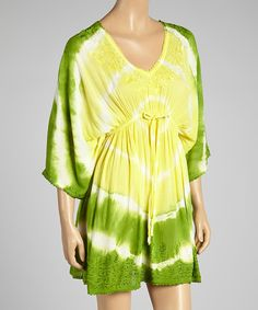 In the mood for some bohemian flair? With its eye-catching tie-dye, captivating cape sleeves and enchanting embroidered accents, this treat of a tunic is sure to satisfy.