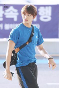 Cre: on pic Lucas Nct, Winwin, Nct 127, Nct U Members, Jung Woo, Cute Beauty, Kpop, Korean Men, Airport Style