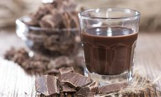 Domácí čokoládový likér provoněný skořicí
