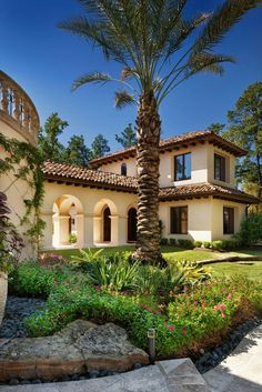 Tuscan Style Home, stucco exterior and tiled roof / Mediterranean Modern architecture / JAUREGUI Architecture Interiors Construction Tuscan Style Homes, Mediterranean Style Homes, Spanish Style Homes, Spanish House, Spanish Colonial, Spanish Revival, Spanish Exterior, Mediterranean Garden, Mediterranean Architecture