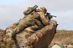 British SAS sniper in Afghanistan Special Air Service, Special Ops, Special Forces, Military Gear, Military Police, Military Weapons, Royal Marines, Us Marines, Rifles
