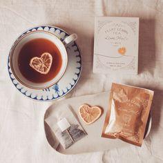 フロートレモンティーに新シリーズ「レモンハート」が加わりました。3つの個性ある茶園から美味しい紅茶をセレクトしています。ギフトにもおすすめです。(写真は月ヶ瀬紅茶) #光浦醸造 #フロートレモンティー #レモンハート Russian Tea Time, Toffee Nut, Coffee And Books, Tea Recipes, Cute Food, High Tea, Coffee Time, Afternoon Tea, Tea Party