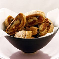 Rugelach traditional Jewish cookies Active time: 40 min Start to finish: 9 hr (includes chilling dough) Pavlova, Cheesecakes, Jewish Cookies, Rugelach Recipe, Rugelach Cookies, Cookie Recipes, Dessert Recipes, Baking Recipes, Thing 1
