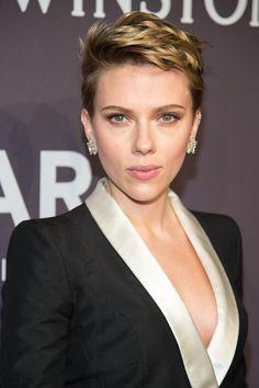 Scarlett Johansson Makes Her First Red Carpet Appearance Since News of Her Split