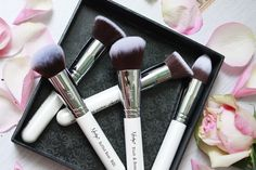 This set is selling so fast and currently out of stock. Hopefully, they will be back in stock around 10th. Stay tuned!  Photo credits to: Sandra ♥ #Nanshy #makeup #makeupbrushes #whitebrushes