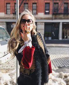 Las claves del éxito para los emprendedores del mundo de la moda las tiene @carmen.busquets la venezolana inversionista detrás de Net-A-Porter Moda Operandi y otras 35 compañías. Link en bio #LatinsInVogue  via VOGUE MEXICO MAGAZINE OFFICIAL INSTAGRAM - Fashion Campaigns  Haute Couture  Advertising  Editorial Photography  Magazine Cover Designs  Supermodels  Runway Models