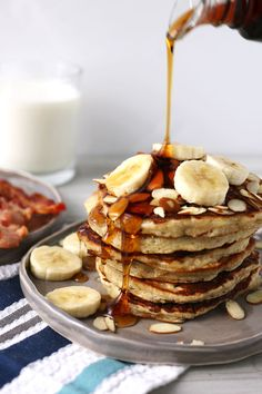 These banana almond pancakes are perfect for weekend breakfasts! Forget about banana bread - use your overripe bananas to make this easy pancake recipe. | honeyandbirch.com | easy | quick | breakfast | pancakes
