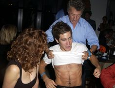"indiandirector: "" faessbender: "" jake gyllenhaal, susan sarandon & dustin hoffman at the 2002 toronto film festival —motorola ""moonlight mile"" party. "" dustin hoffman doing the lord's work "" Dustin Hoffman, Susan Sarandon, Hollywood Actresses, Actors & Actresses, Miles Movie, Evan Ross, Toronto Film Festival, Handsome Actors, Handsome Guys"