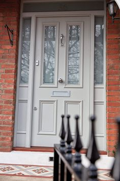 you have a Victorian townhouse, a post-war semi or an Edwardian villa, chances are you'd like to preserve the original style of your home and refurbish or recreate some of its original features. Front Doors With Windows, Wooden Front Doors, Painted Front Doors, Craftsman Style Front Doors, Victorian Front Doors, Vintage Doors, Antique Doors, Victorian Townhouse, Edwardian House