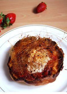 Crêpe soufflée aux fraises poêlées, noix de pécan et crème glacée au roquefort Papillon