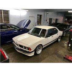"2,292 Likes, 7 Comments - BMW   Klasick Fitment (@klasick_fitment) on Instagram: ""E23 Foto   Owner: @xerxes310 #KlasickFtm3nt #BMW #BayerischeMotorenWerke #UltimateDrivingMachine…"""