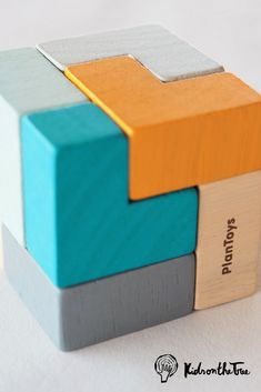 Che cos'è questo gioco? È un puzzle 3D, è un gioco di logica e concentrazione, è un gioco da viaggio oppure un gioco per la tua scrivania! Scegli tu!  #kidsonthetree #giochidatavolo #giochiecologici #giochidisocietà #giocoeducativo #giococreativo #giochidaviaggio #giochiinlegno Projects For Kids, Wood Projects, Eco Kids, Cube Toy, Plan Toys, Montessori Toys, 3d Prints, Puzzle Toys, Wooden Puzzles