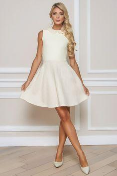 Bouclé Kleid von BlueMary Die exklusive Mischung aus Bouclé mit Lurexfäden und Strick verleiht diesem Kleid mit abnehmbarem Kragen extravaganten Charme. Opera, White Dress, Boutique, Shopping, Dresses, Fashion, Glamour, Clothes, Cast On Knitting