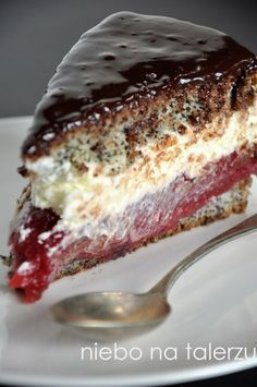 Sponge cake with raspberries Cookie Desserts, Cookie Recipes, Dessert Recipes, Delicious Desserts, Yummy Food, Czech Recipes, Polish Recipes, Yummy Cakes, Sweet Recipes