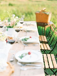 Raised Garden Design Countryside Vow Renewal with a Special Guest - Inspired By This Garden Seating, Garden Table, Garden Boxes, Garden Ideas, Amazing Gardens, Beautiful Gardens, Garden Architecture, Whimsical Wedding