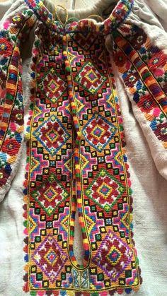 Cross Stitch Borders, Cross Stitch Patterns, Embroidery Patterns, Hand Embroidery, Ethnic Patterns, Mexican Folk Art, Pattern Art, Plaid Scarf, Boho Fashion