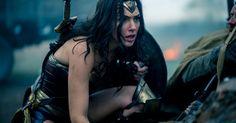 """De """"Mulher-Maravilha"""": heroína é bissexual! Roteirista da DC Comics faz a revelação"""