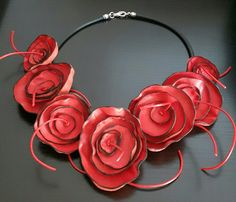 Collana in pelle motivi floreali