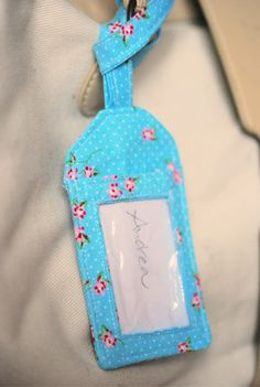 Fabric Crafts Sew on luggage tag Diy Gifts Last Minute, Easy Diy Gifts, Sewing Art, Sewing Crafts, Diy Gifts For Mothers, Plastic Bottle Crafts, Diy Couture, Textiles, Diy Arts And Crafts