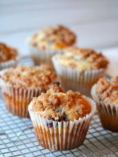 Angie Cooks In Portland : berry crumble muffins