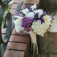 Anaïs. Espectacular ramo de novia con flores preservadas, en tonos lilas y blancos #ramo #novia #flores #preservadas, #tonos #lilas #blancos