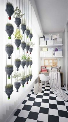 Vertical Gardens Modern Hanging Plants Wall from Recycled Plastic Bottles Recycled Plastic - This wall of hanging plants looks very modern and design and the best.it was done with recycled plastic bottles. Hanging Potted Plants, Hanging Plant Wall, Indoor Plants, Diy Hanging, Air Plants, Wall Garden Indoor, Hanging Herbs, Hanging Gardens, Hanging Flowers