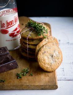 Sea Salt and Thyme Chocolate Chunk Cookies. Sea Salt and Chocolate is the best! Think Food, I Love Food, Fruit Recipes, Sweet Recipes, Cookie Desserts, Cookie Recipes, Chocolate Chunk Cookie Recipe, Chocolate Cookies, Galletas Cookies