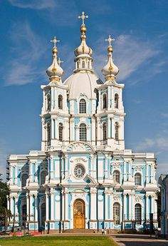 Smolny Convent - Wikipedia Architecture Baroque, Russian Architecture, Church Architecture, Beautiful Architecture, Beautiful Buildings, St Pétersbourg Rússie, Peter The Great, St Petersburg Russia, Church Building